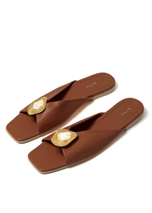 LEATHER SLIPPERS WITH PEARL